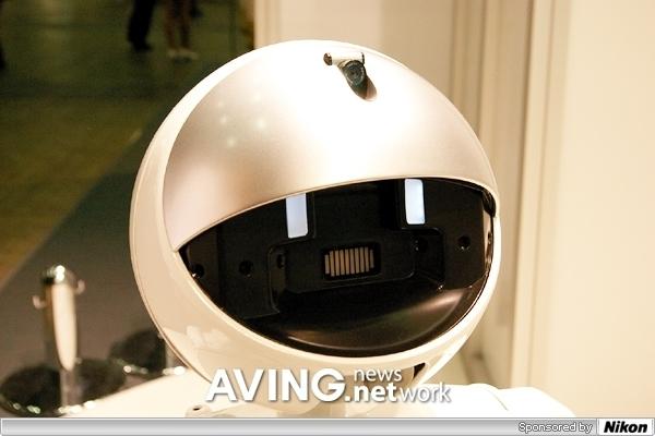 富士通展出服务机器人ENON