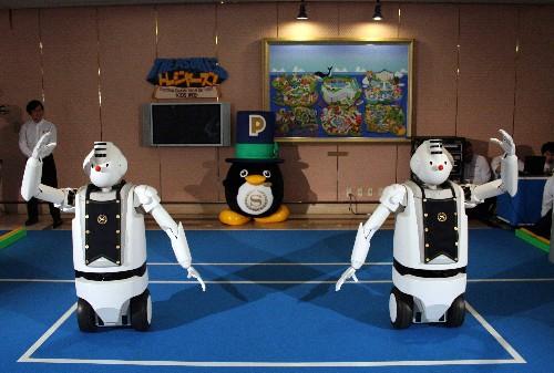 日立新款机器人服务生亮相
