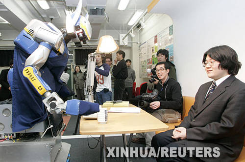 """rn家庭服务机器人上演""""生活秀"""""""
