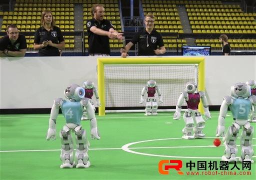 精彩程度不逊 机器人世界杯足球赛在荷兰开战