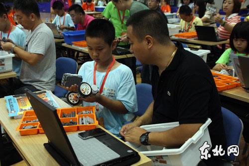 首届中国城际家庭机器人挑战赛在黑龙江举行
