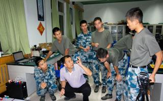 组图:空军勤务学院参加机器人大赛获15个奖项