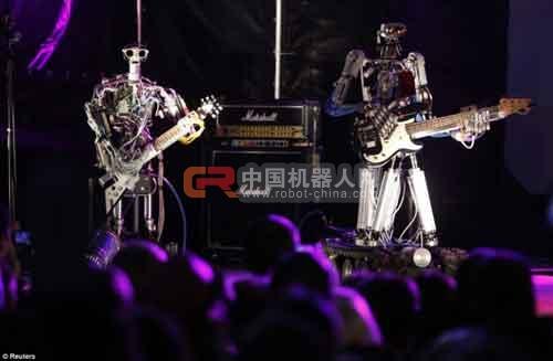 全球唯一机器人摇滚乐队亮相莫斯科(组图)
