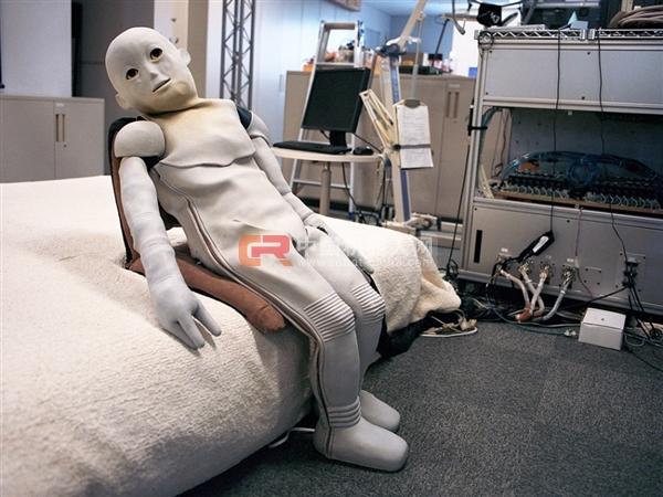 婴儿机器人
