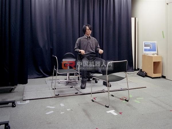 石黑浩自身的机器人复制品,这里呈现出一种诡异的气氛