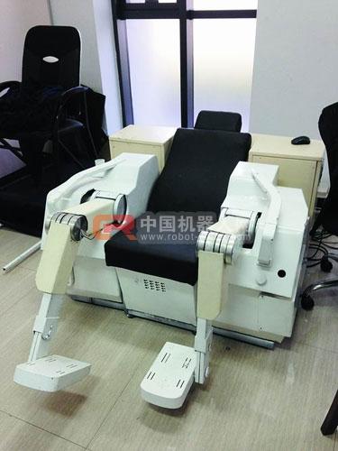 下肢康复机器人 张雅琪摄-探秘中科院机器人 大批型号服役 但价格缺优