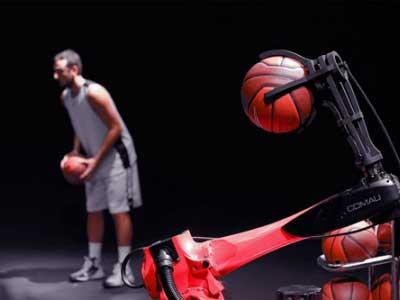 【柯馬】機器人與NBA球星馬科?貝里內利合作