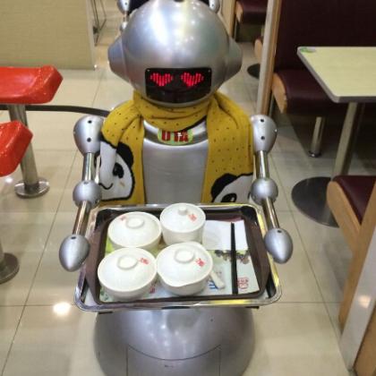 穿山甲餐饮智能送餐机器人