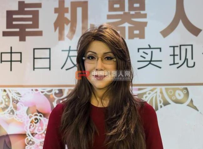 美女机器人现身上海 日本制造机器人技术尤为高超