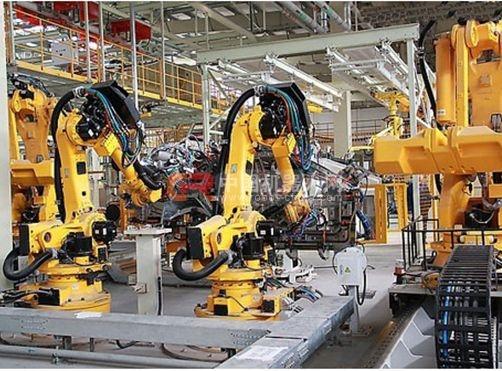 """2013年该公司引进2台码垛机器人,改造了传统的人工生产线。改造后用工成本大幅下降,过去轧制车间8台设备需要32名工人,现在2台智能设备只需要6名工人,年节省人工成本近90万元;同时产量大幅提高,年产量从4000万块砖提升到1.2亿块。王长富介绍:""""提高了生产效率,降低了用工成本,而且产品的质量也比以前提高了。以前机器轧制强度达不到要求,生产出的砖经常缺角少棱,容易有裂缝,现在出砖成品率大幅提高,破损率从5‰下降到0."""