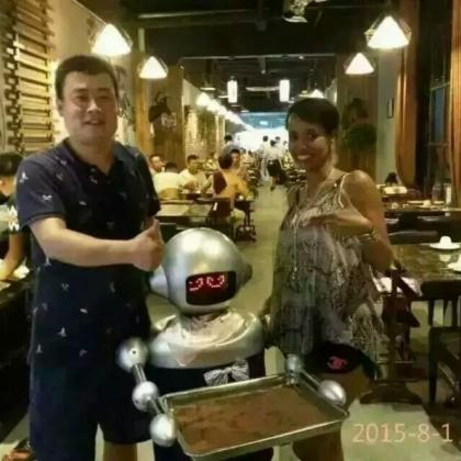餐饮送餐机器人深受广大消费者喜爱!