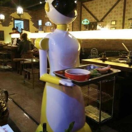 广州市餐厅机器人、送餐机器人、送菜机器人、红美机器人设备厂家直销