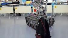 履带式排爆机器人