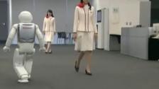 日本机器人Asimo又来秀身手了