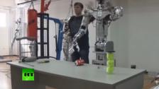 俄罗斯首个人形机器人露面