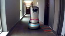 可以端茶递水送毛巾的服务机器人Relay