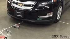 惊呆了!6个微型机器人拉动近2吨重汽车