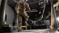 穿上防化服美国机器人,测试中