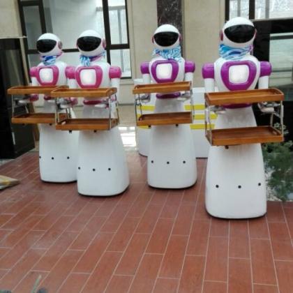 吸引顾客的餐厅机器人