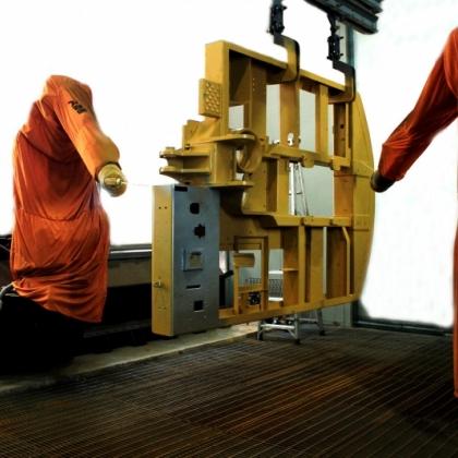 轮挖结构件机器人喷漆系统