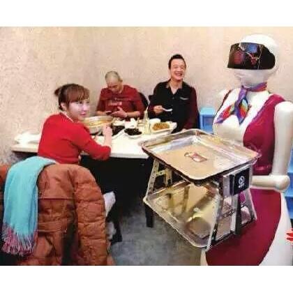 哈尔滨某餐厅引入深圳欧铠机器人生意连番增长