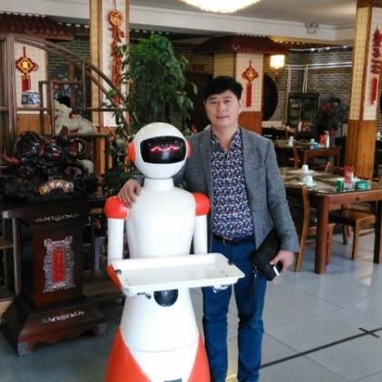 青岛海鲜餐厅智能服务员,迎宾、点餐、领位、送餐厂家直销