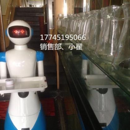 天津餐厅出现机器人服务员,引群众围观