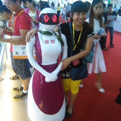智能迎宾机器人做礼仪接待体现高端服务品牌实力展示