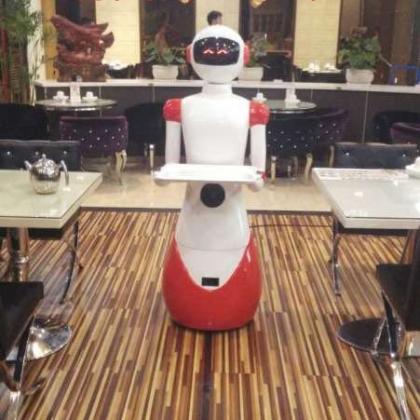 沈阳餐厅购买送餐机器人传菜机器人迎宾机器人生意火爆餐厅老板眼光高