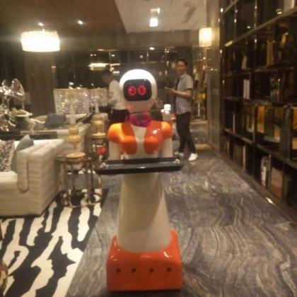 送餐行走机器人语音互动大型机器人服务感应保姆服务机器人餐厅