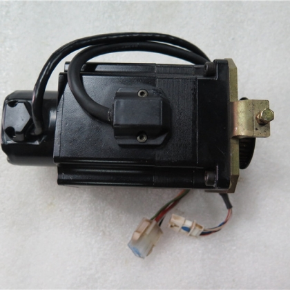 W-L01472 P50B07030DBPDA 300W 二手OTC电机