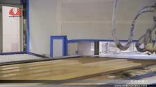 泰达机器人喷涂长木板