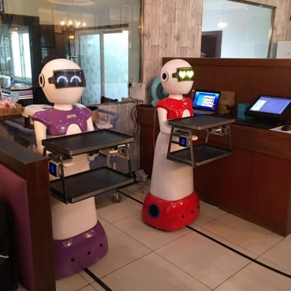 泰诚机器人自主研发生产销售餐厅送餐机器人厂家