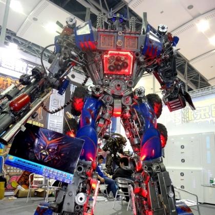 展会动房地产暖场机器人道具迎宾机器人定制租赁金属诱惑智能艺术机器人厂家高约3米