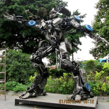 房地产商场暖场活动人气必备机器人展示广州金属诱惑智能艺术机器人高约3米