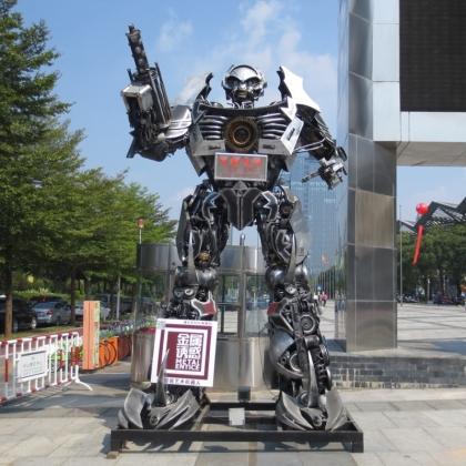 示迎宾机器人租赁定制出售广州金属诱惑智能艺术机器人厂家餐厅KTV摆设高约4.5米