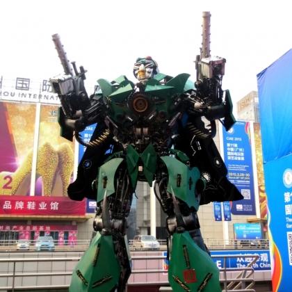 广州房地产商场暖场活动指南迎宾机器人租赁金属诱惑机器人厂家高约4.5米