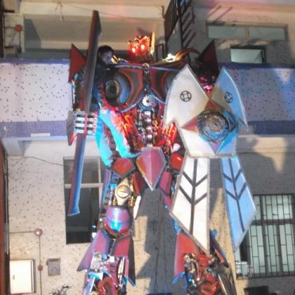 示迎宾机器人租赁定制出售广州金属诱惑智能艺术机器人厂家高约5米