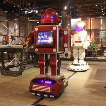 金属诱惑服务机器人送餐机器人餐厅服务迎宾行走移动机器人