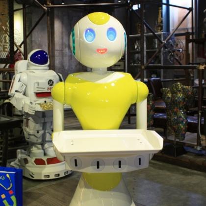 金属诱惑服务机器人送餐机器人餐厅服务迎宾行走移动机器人展会活动