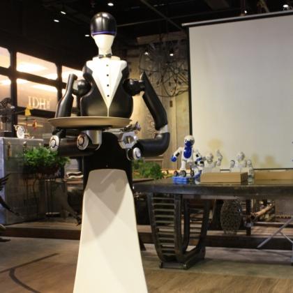 服务机器人送餐机器人餐厅服务迎宾行走移动机器人展会活动