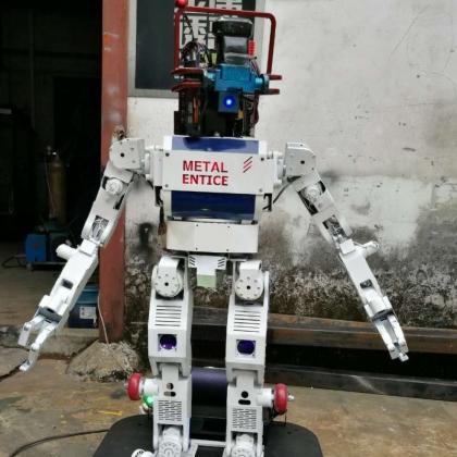 高约1米冠军智能机器人能唱歌会跳舞手臂灵活舞动,身体绚丽灯光