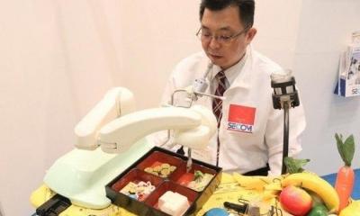 日本研发出喂食机器人和安保机器人