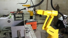 图灵机器人点焊超市储物箱
