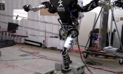 谷歌人形机器人能在复杂的地形上前行