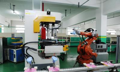 美国制鞋工厂重返本土:使用机器代人