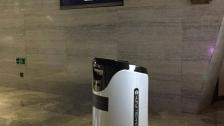 会自己乘坐电梯的酒店服务机器人服务演示