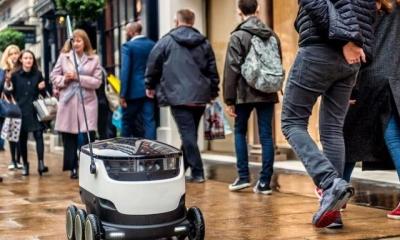 在美国两个城市 机器人今天正式开始送外卖