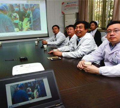 西安交大一附院完成全国首例机器人生殖道再造术