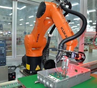 企业竞相布局机器人市场 一哄而上亟缺战略竞争力
